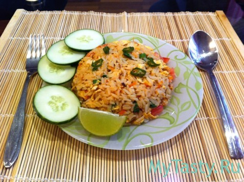Као Пад (тайский жареный рис с курицей)
