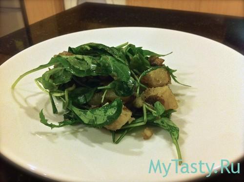 Теплый салат с шампиньонами